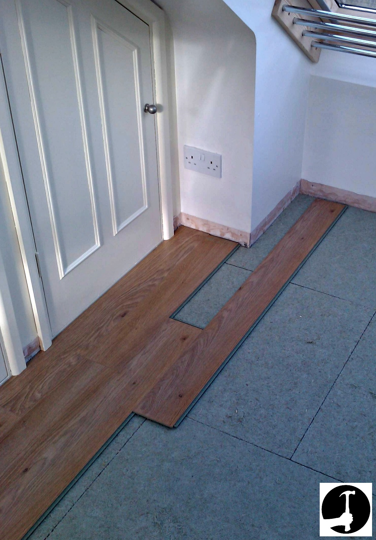 setting out laminate floor boards