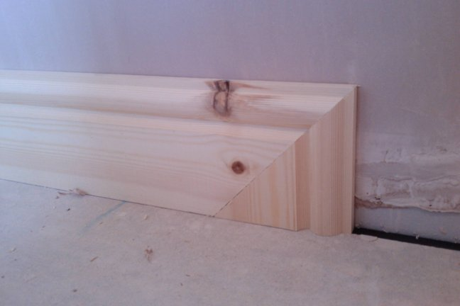 mitre skirting down into the floor