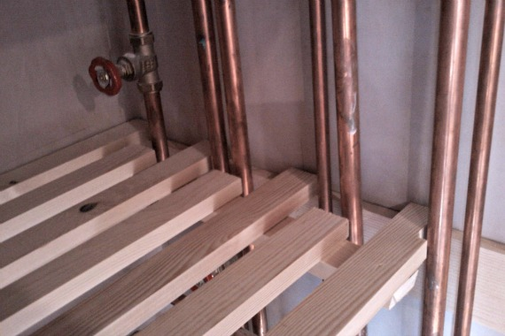 fitting slatted shelves round pipes