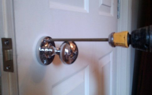 How to screw a door knob to the door