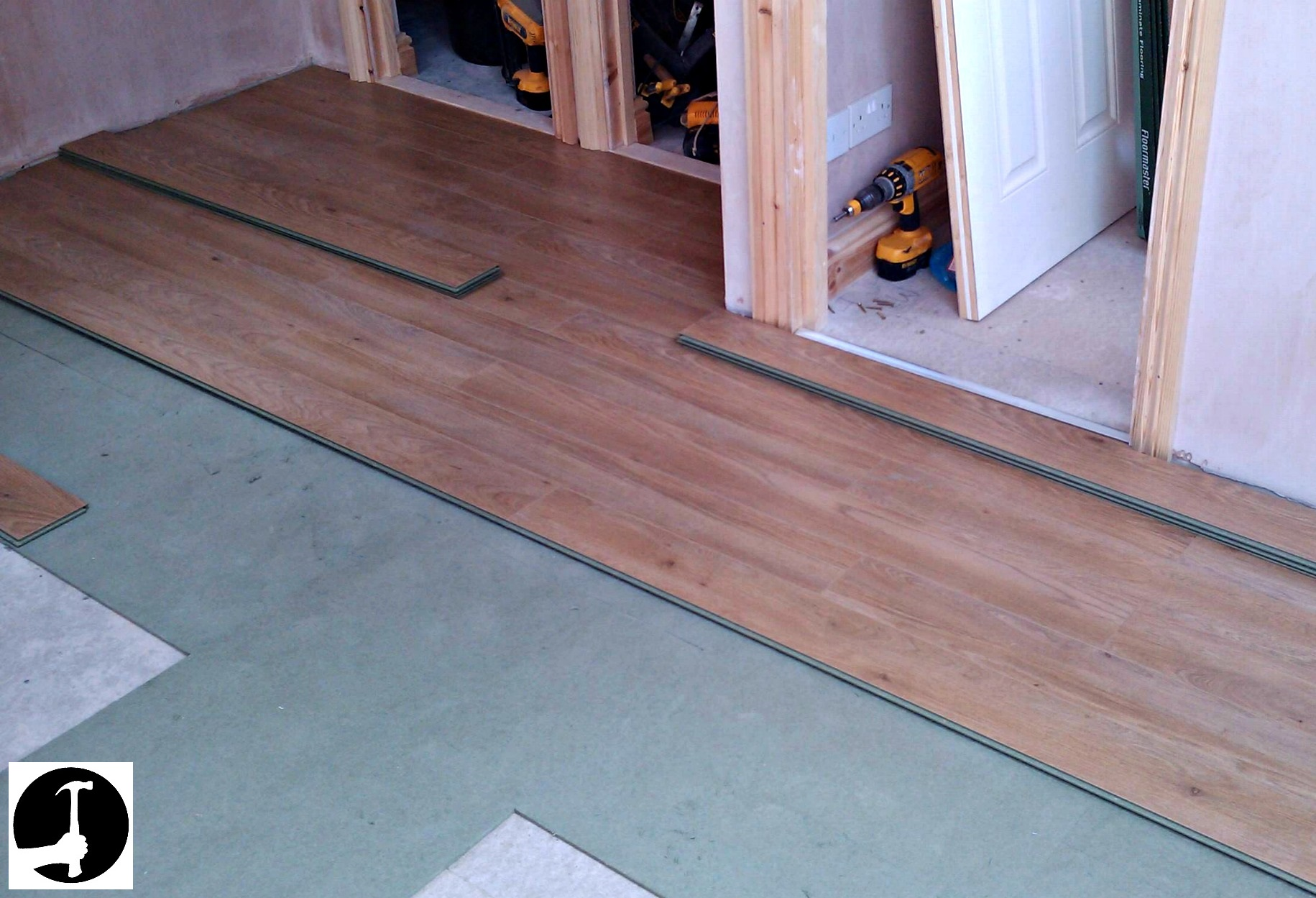 Laying laminate flooring modern house for Laying flooring