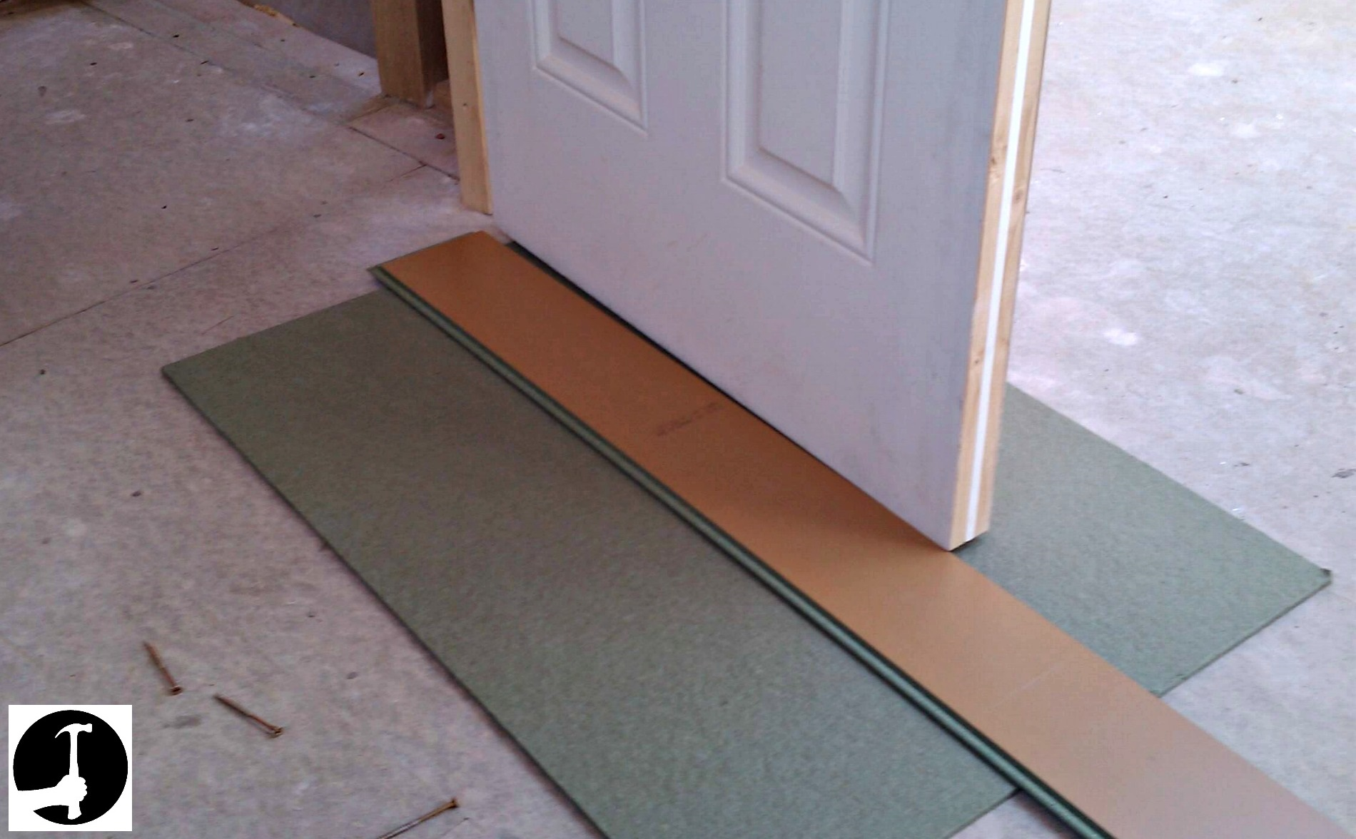 Installing laminate flooring modern house for How to lay laminate flooring through a doorway