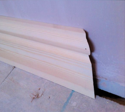 cutting a stop end mitre on skirting board