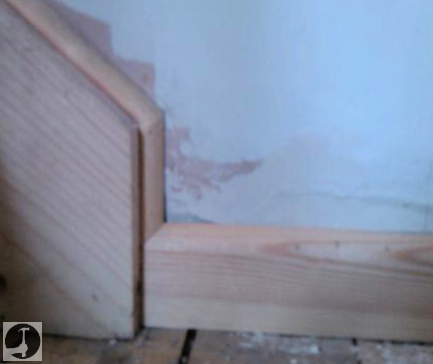 Continuous skirting boards up the stair stringers