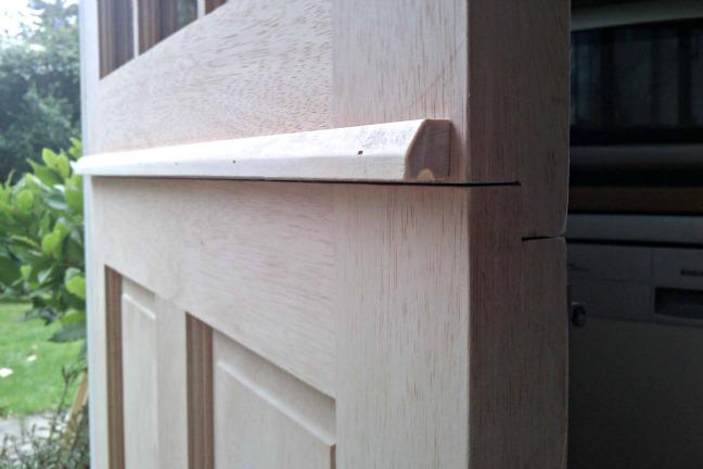 Hanging a stable door