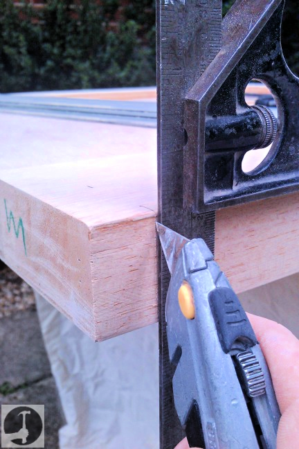 Rebating the bottom of a stable door