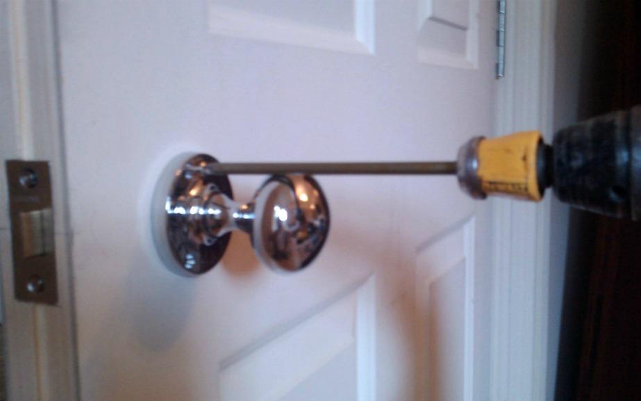 How to screw a door knob to the door